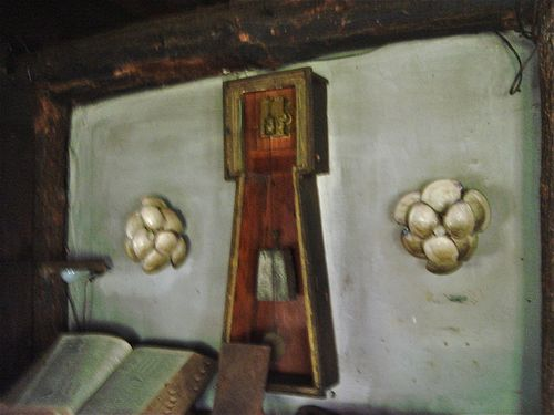 Raoul Hague interior with clock