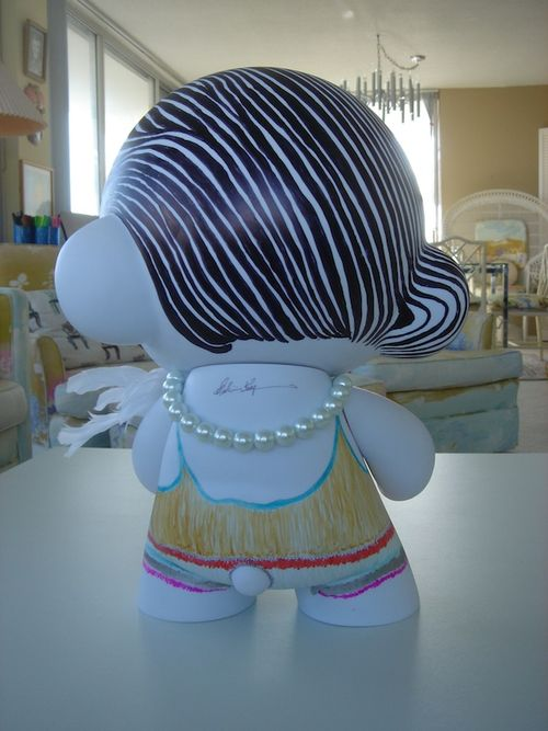 MUNNY back view