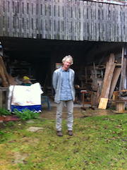 PETTER IN FRONT OF BARN