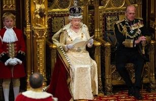 Queen_parliament_070610