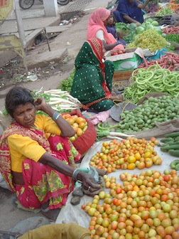 India fruit vendors women