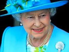QUEEN WITH HAT 1