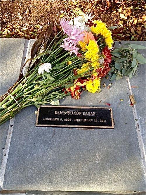 Grave w plaque