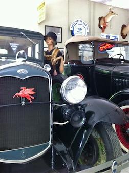 CAR MUSEUMW:Girl IN GARAGE 3.5
