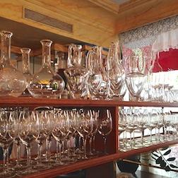 GLASSES IN BAR 3.5