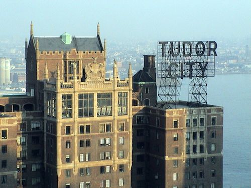 Tudor_City_sign,_Manhattan