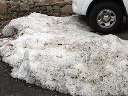 SNOW LUMP W:CAR 3.5